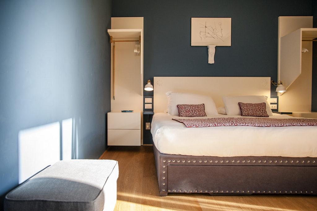 camera matrimoniale, letto, comodino laterale